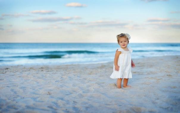 Фото обои песок, море, волны, пляж, цветок, небо, облака