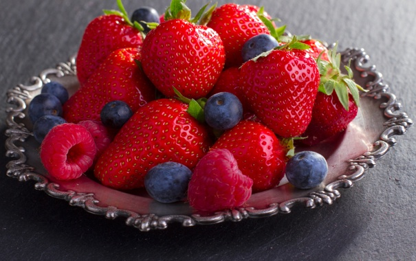 Фото обои ягоды, малина, клубника, тарелка, fresh, strawberry, голубика