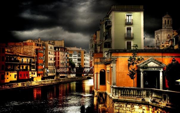 Фото обои город, вечер дома небо грозовые тучи