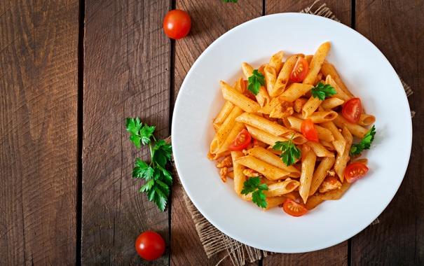 Фото обои wood, table, tomato sauce, pasta dish
