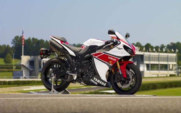 Фото обои небо, мотоцикл, white, вид сбоку, yamaha, bike, ямаха