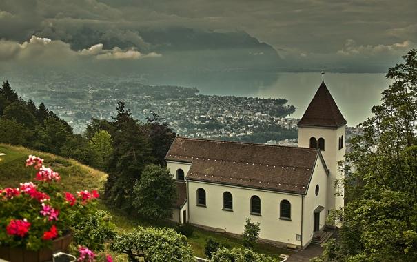 Фото обои облака, деревья, пейзаж, горы, тучи, город, озеро
