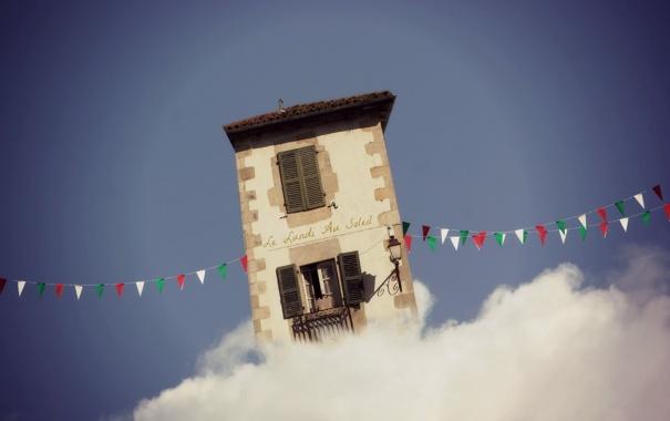 Фото обои дом, облако, флажки