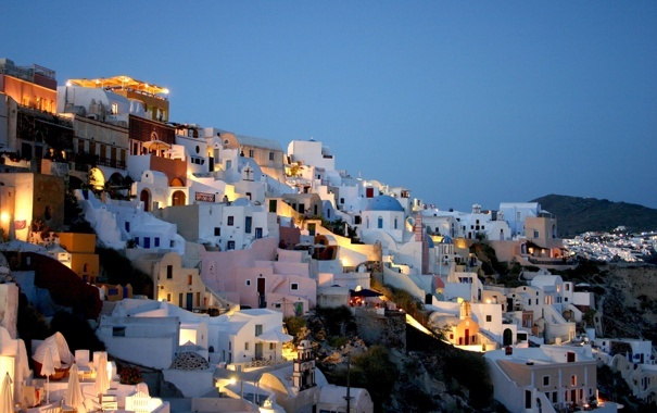 Фото обои горы, город, огни, дома, вечер