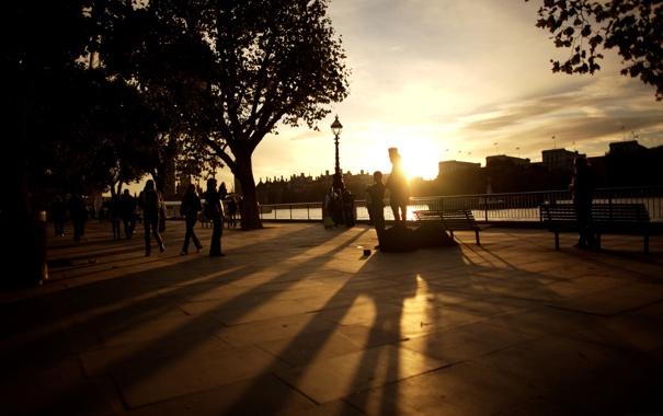 Фото обои лучи, закат, город, фото, люди, обои, улица
