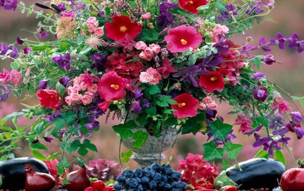 Фото обои цветы, стол, букет, лук, виноград, баклажан, ваза