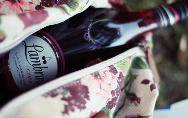 Фото обои вишня, романтика, Лондон, бутылка, пикник