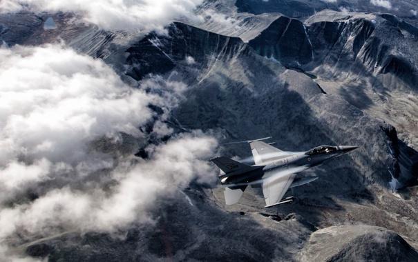 Фото обои облака, Fighting Falcon, многоцелевой, F-16, истребитель, горы, полёт