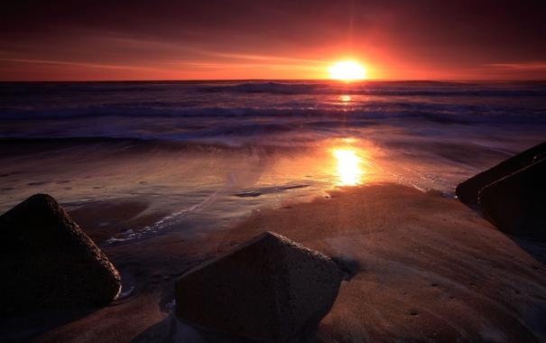 Фото обои песок, море, волны, вода, солнце, скала, камни
