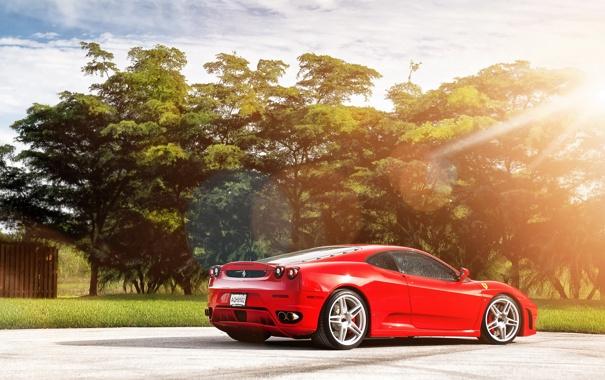 Фото обои свет, деревья, Ferrari F430, supercar, феррари, блик, красная