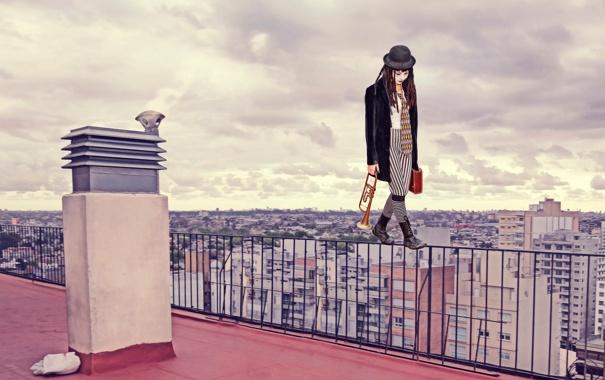 Фото обои крыша, девушка, город, мим, грим, на грани