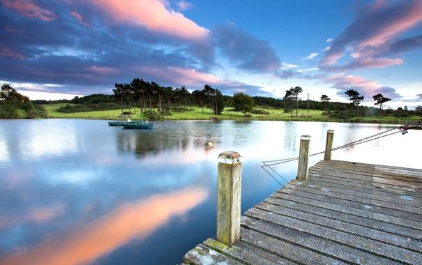 Фото обои небо, облака, пейзаж, природа, озеро, лодки, пирса