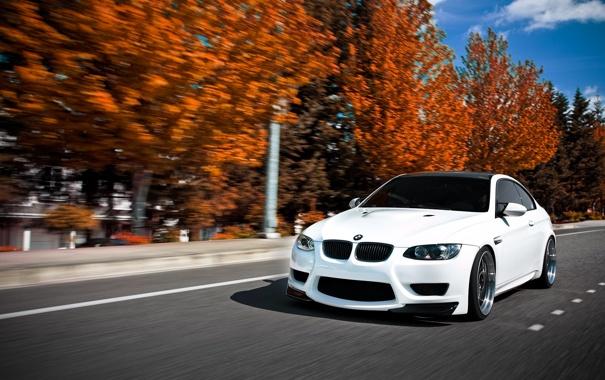 Фото обои дорога, осень, белый, скорость, BMW, Ericsson