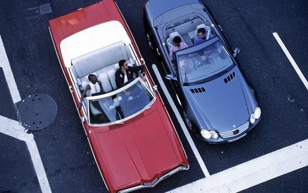 Фото обои мерседес, кадилак, кабриолеты, на светофоре