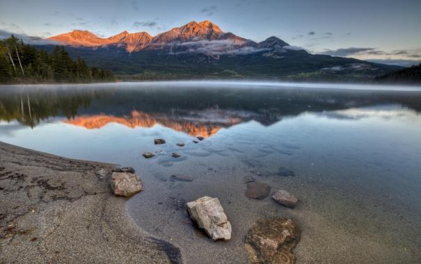 Фото обои лес, горы, природа, озеро, берег, Канада, дымка