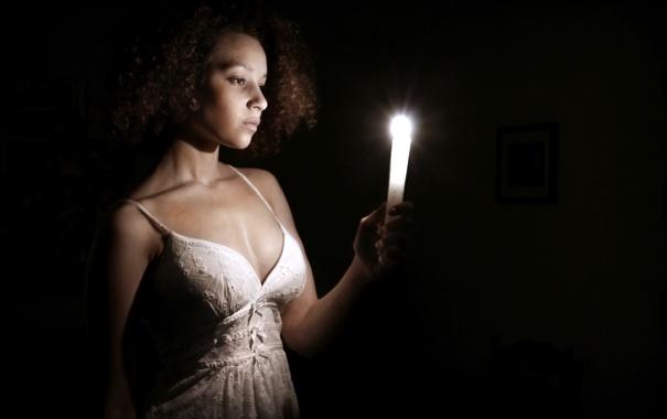 Фото обои девушка, настроение, свеча, Becca