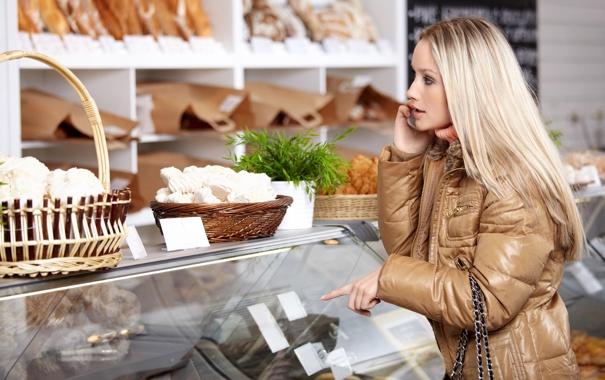 Фото обои блондинка, телефон, магазин, покупки