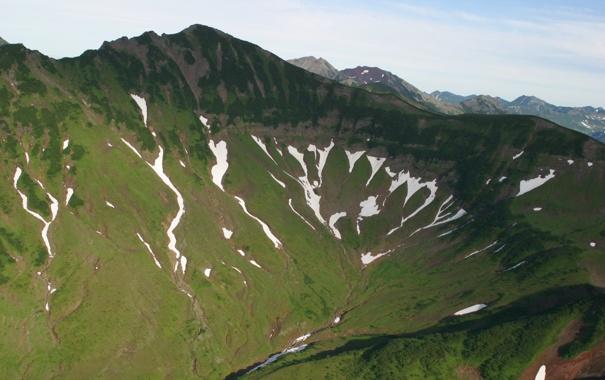 Фото обои трава, снег, горы, фото, ущелье, Камчатка