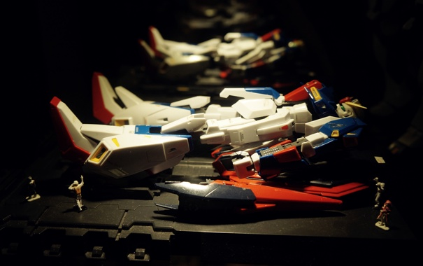 Фото обои dark, light, display, toy, gundam, blue, minimalism
