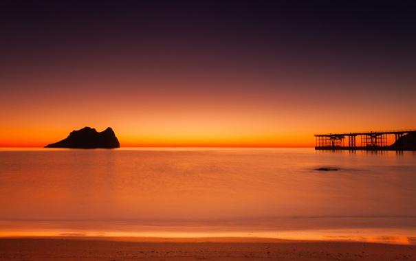 Фото обои море, небо, скала, берег, причал, пирс, зарево