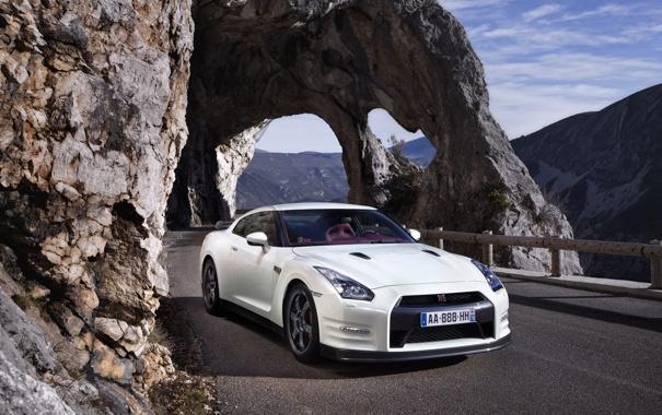 Фото обои белый, скала, фото, скалы, Nissan, ниссан, авто обои