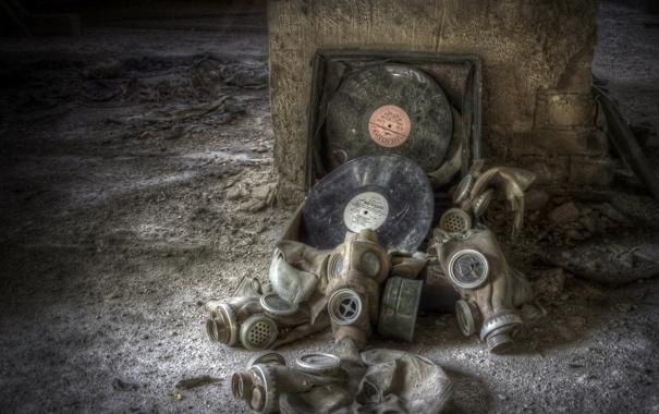 Фото обои музыка, противогазы, пластинки