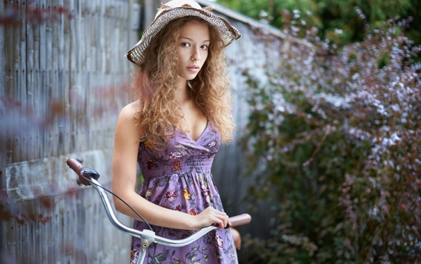 Фото обои велосипед, портрет, платье, кудряшки, шляпка, Лиза