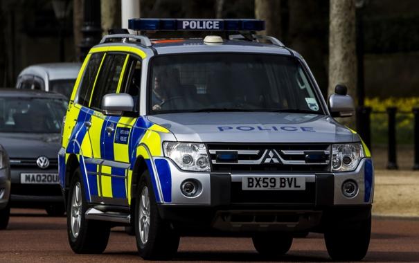 Фото обои улица, Лондон, Mitsubishi Pajero, полицейская машина, Мицубиси Паджеро, полноразмерный внедорожник