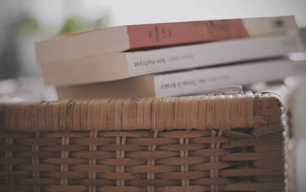 Фото обои корзина, книги, корзинка, плетение