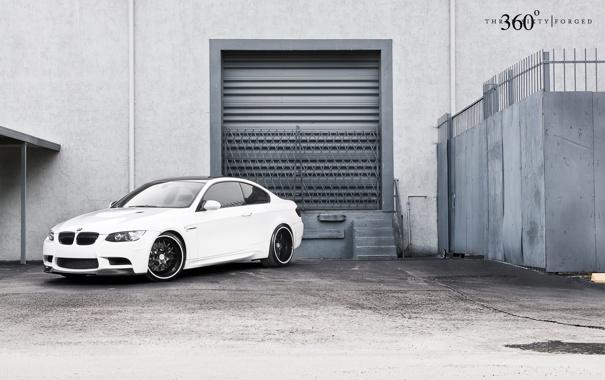 Фото обои белый, бмв, BMW, white, E92, передняя часть, 360 three sixty forged