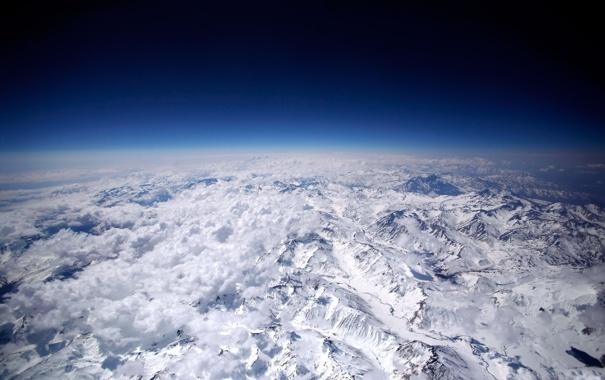 Фото обои небо, облака, горы, пейзажи, вершины, высота, даль