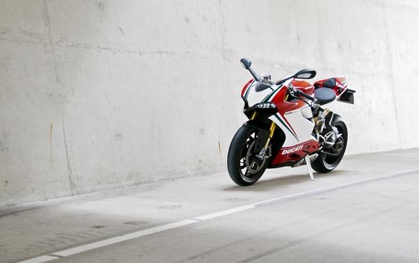 Фото обои дорога, белый, стена, разметка, white, bike, ducati