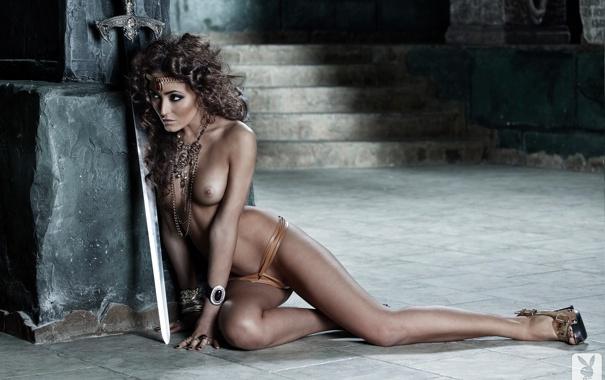 Обои картинки фото грудь, erotica, меч, воительница