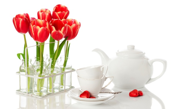 Фото обои цветы, чайник, конфеты, чашки, сердечки, тюльпаны, ложки