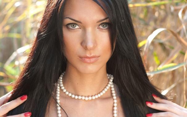 Фото обои поле, Девушка, ожерелье, брюнетка, wallpaper, girl, sexy