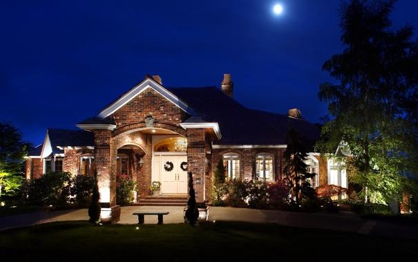 Фото обои газон, фонари, лавочка, ночь, дом, луна, огни