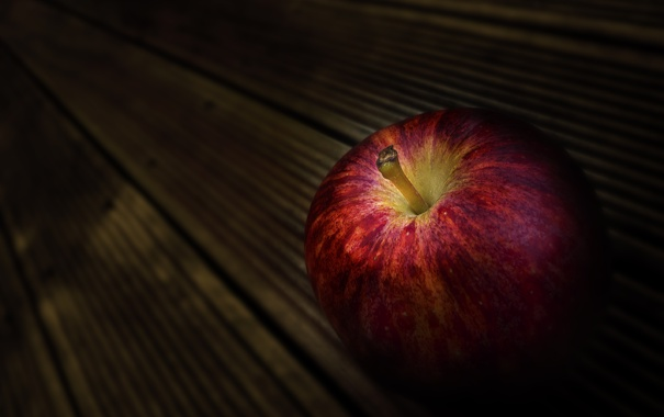 Фото обои макро, доски, яблоко, спелое