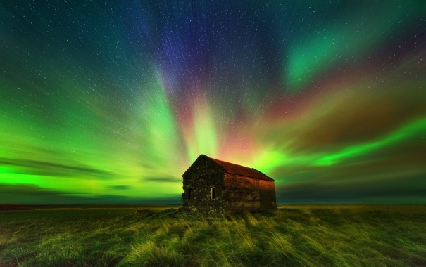 Фото обои поле, небо, звезды, ночь, дом, сияние, горизонт