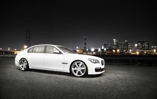 Фото обои белый, ночь, город, бмв, BMW, white, небоскрёбы