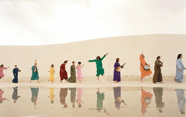 Фото обои отражение, пустыня, танец, инструменты, пляски