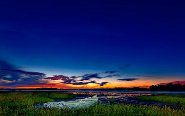 Фото обои небо, озеро, лодка, вечер, зучи