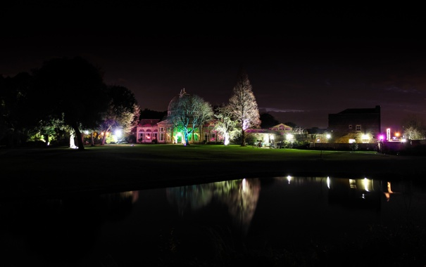 Фото обои деревья, ночь, огни, озеро, дом, подсветка