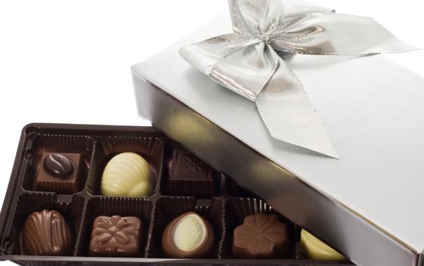 Фото обои белый, коробка, подарок, темный, шоколад, конфеты, сладкое