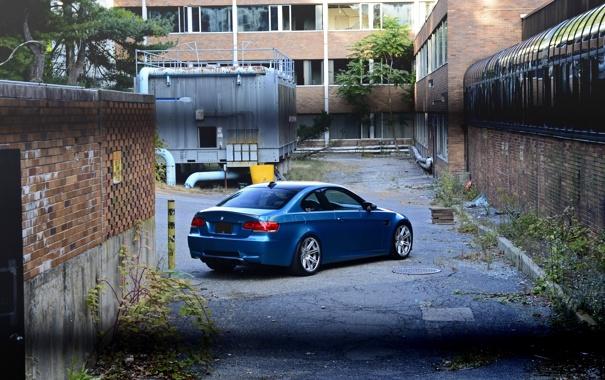 Фото обои асфальт, голубой, BMW, БМВ, люк, задок, e92