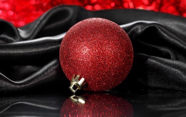 Фото обои красный, отражение, игрушка, новый год, шарик, елочная