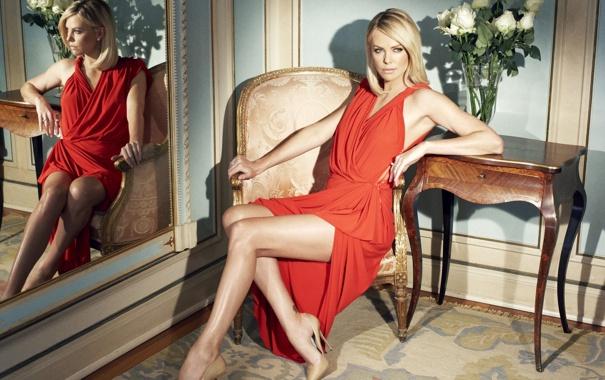 Фото обои поза, красное, платье, блондинка, charlize theron, шарлиз терон