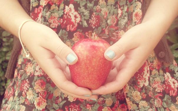 Фото обои яблоко, руки, браслет