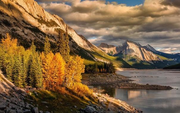 Фото обои лес, осень, небо, облака, озеро, деревья, природа