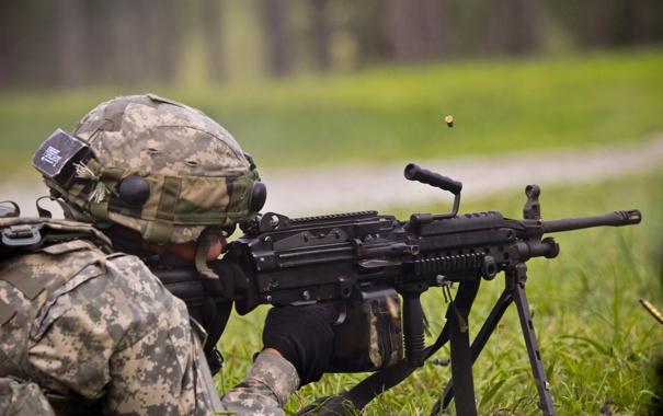 Фото обои солдат, полёт, экипировка, гильзы, пулемёт, ручной, M249