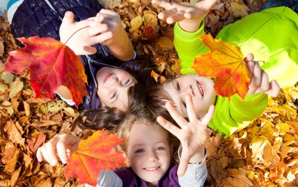 Фото обои осень, листья, радость, природа, дети, девочки, мальчик